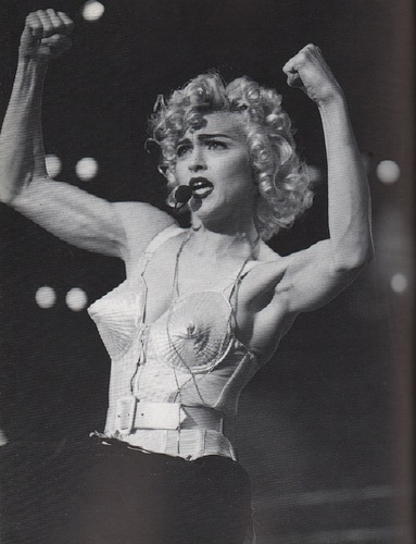 VOLLER, Debbi. Madonna: The Style Book.